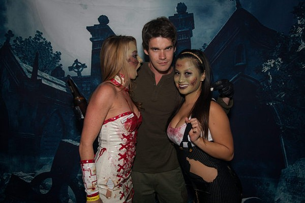 54 Fun Photos from Orlando Zombie Ball