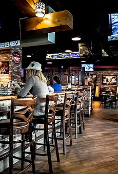 Hangar Bar & Grille does not give you wings