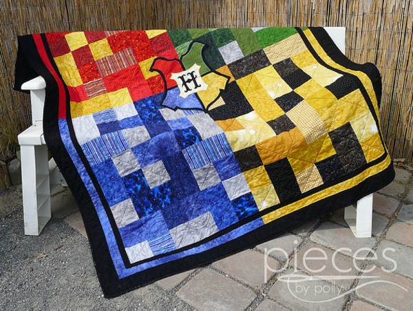 Harry Potter Fans You Can Buy This Hogwarts Quilt On Etsy
