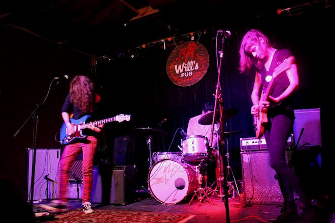 Low Litas at Will's Pub (photo by Ashley Belanger)