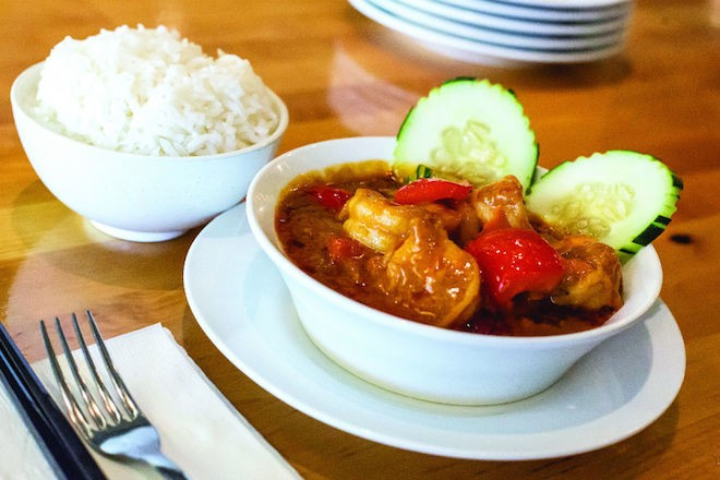 Malaysian-style curry at Mamak - PHOTO BY ROB BARTLETT
