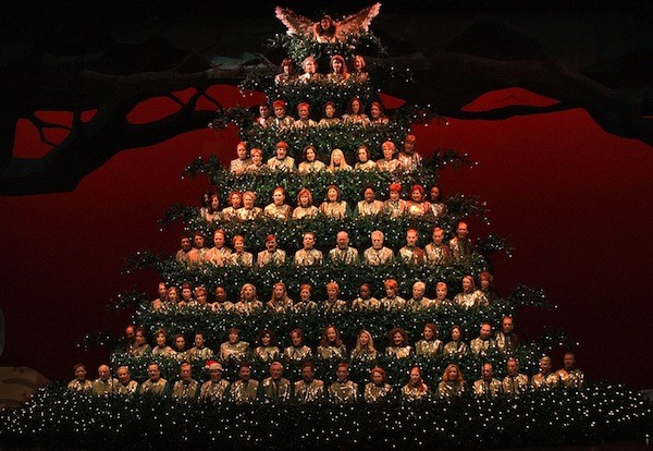 Singing Christmas Tree Orlando.The Singing Christmas Trees Returns With Display Of 250 000