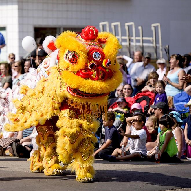 gal_lion_dance_shutterstock_206589964.jpg