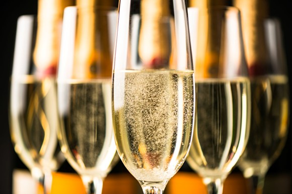 champagne_adobestock_123720873.jpeg
