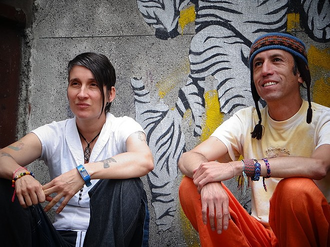 Aterciopelados - CAROLINA BROWN