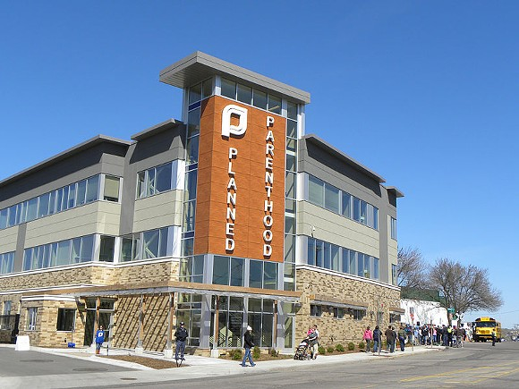PHOTO OF PLANNED PARENTHOOD CLINIC IN MINNESOTA BY FIBONACCI BLUE VIA WIKIMEDIA COMMONS
