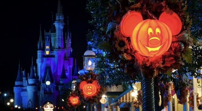Décor de fête d'Halloween pas si effrayant de Mickey au royaume magique - IMAGE VIA DISNEY