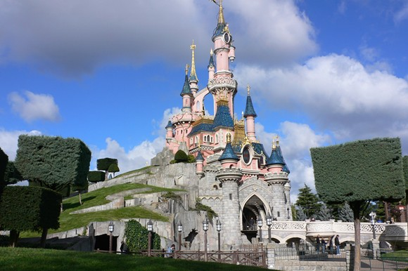 PHOTO OF SLEEPING BEAUTY CASTLE VIA PARC DISNEYLAND