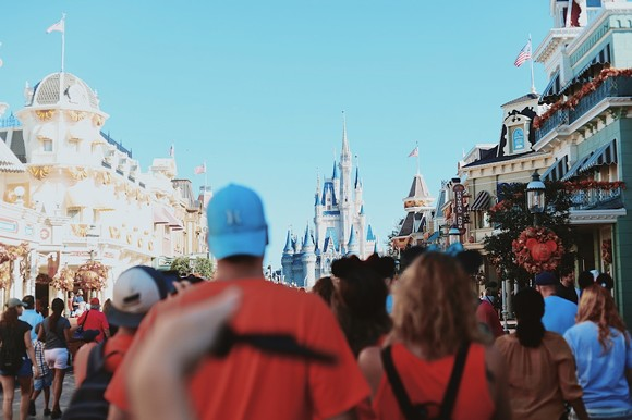 Crowds at Walt Disney World Resort in Orlando - PHOTO BY AMY HUMPHRIES VIA UNSPLASH @AMYJOYHUMPHRIES
