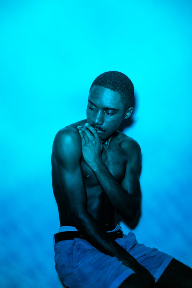 DJ/MODEL/FEMMEHOP IMPRESARIO CABIAS THOMAS WORKS THE BLUES – TURQUOISE FOR MAGIC.PHOTO BY LIV JONSE