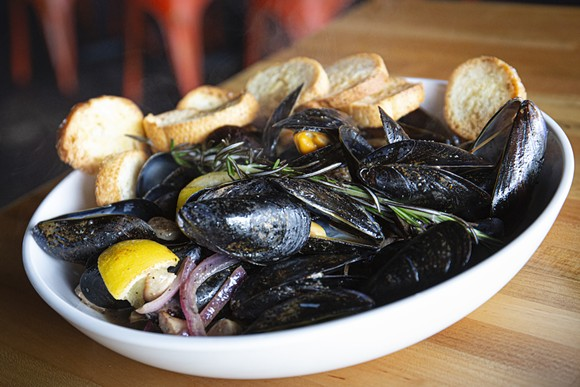 Drunken mussels - PHOTO BY ROB BARTLETT