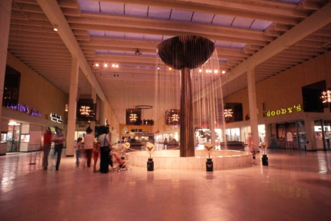 A 1969 photo of the fountain inside the Winter Park Mall - IMAGE VIA FLORIDA MEMORY   FLORIDA DEPARTMENT OF COMMERCE.