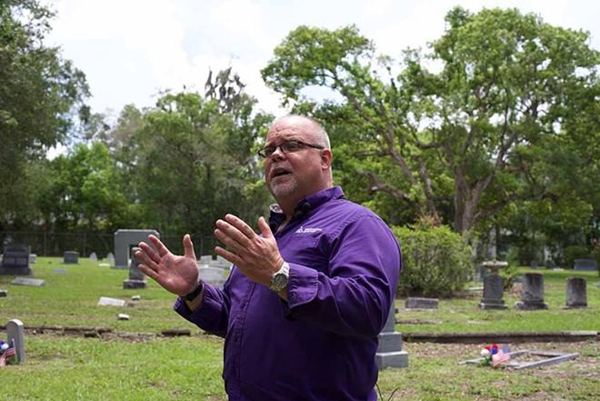 Greenwood Cemetery Sexton Don Price - MONIVETTE CORDEIRO