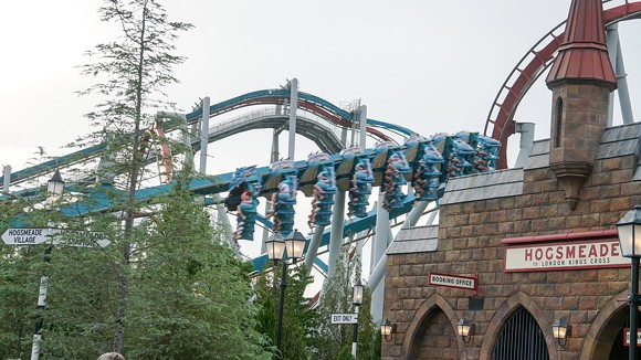 Dragon Challenge and Hogsmeade Train Station - IMAGE VIA BIORECONSTURCT | TWITTER