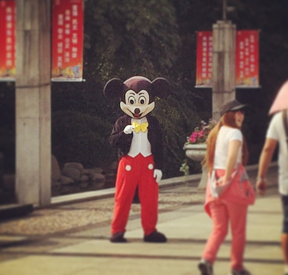 A knockoff Mickey Mouse spotted in Shanghai - IMAGE VIA CARPY0726 | INSTAGRAM