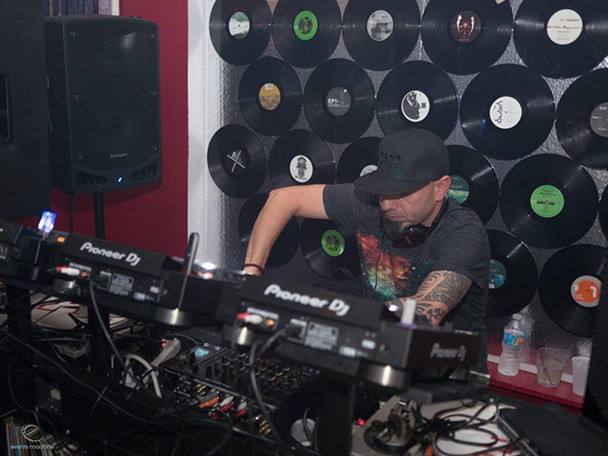 gal_vinyl_arts_bar_credit_justin_pile.jpg