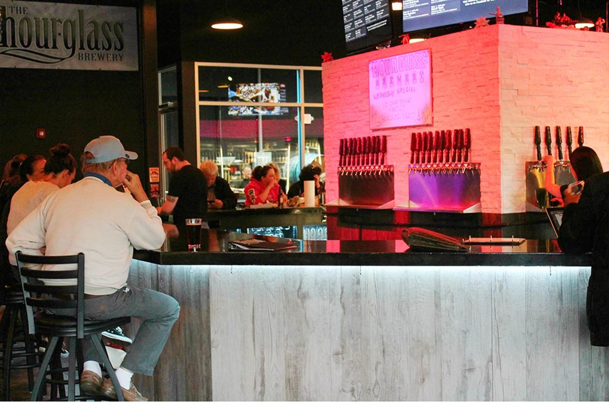 1000w_hourglass_brewery_3_photo_by_ashley_belanger.jpg