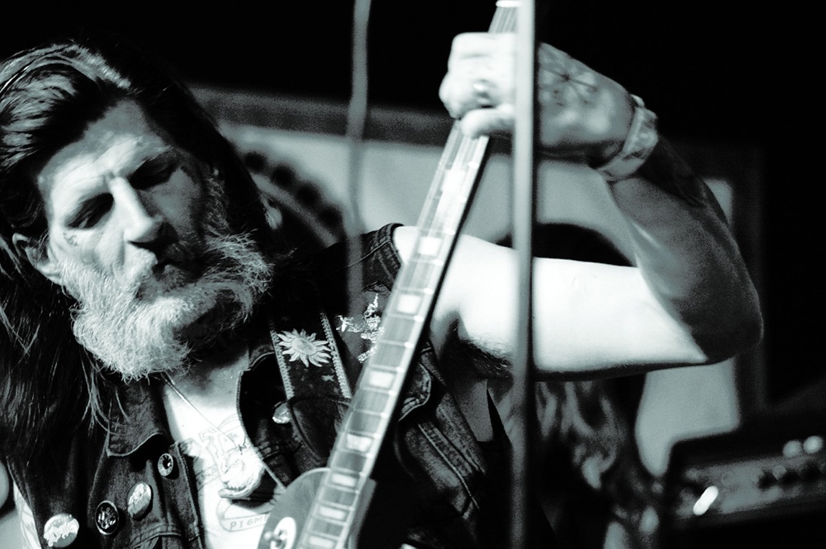 Primitive and deadly: Photos from Earth, Holy Suns and Secret Tracers at Will's Pub