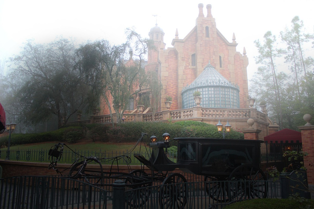 haunted-mansion-inside-magic.jpg