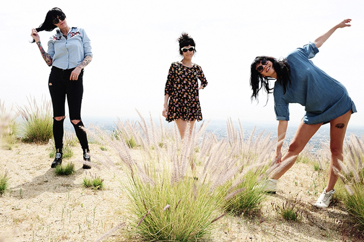 gal_the_coathangers_credit_jeff_forney.jpg
