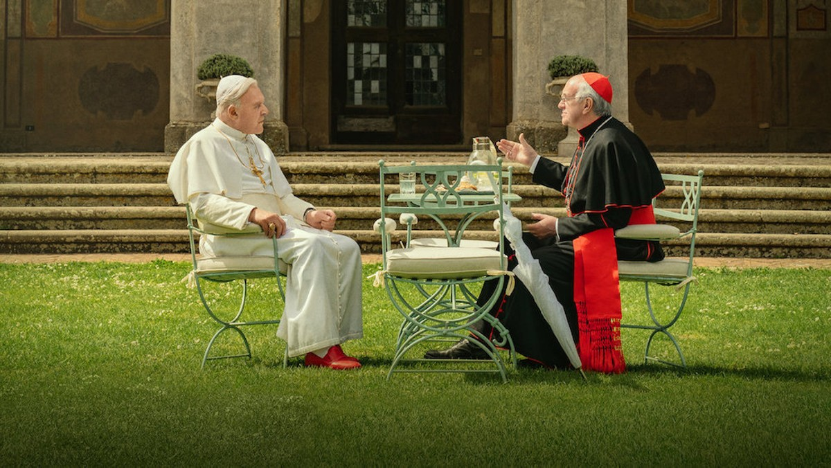 Jonathan Pryce and Anthony Hopkins star as Popes Francis I and Benedict XVI in 'The Two Popes'