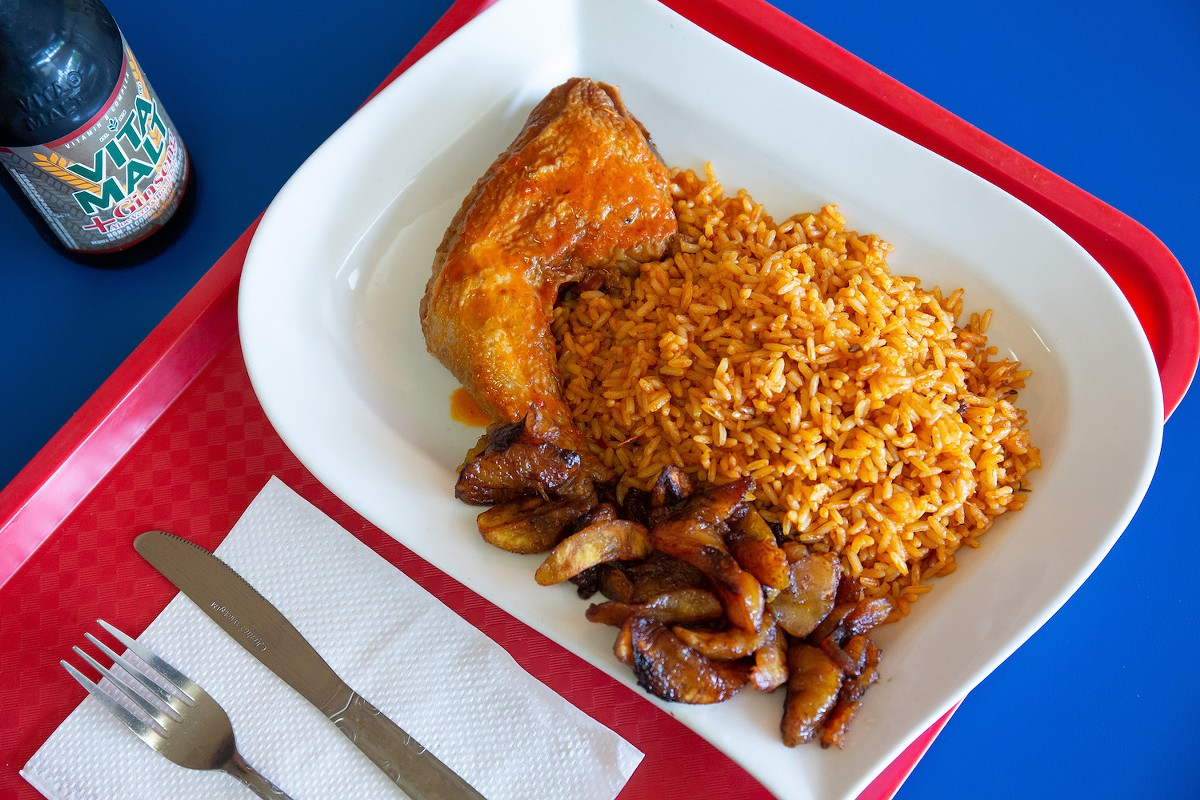 Jollof rice with chicken and dodo (plantains)