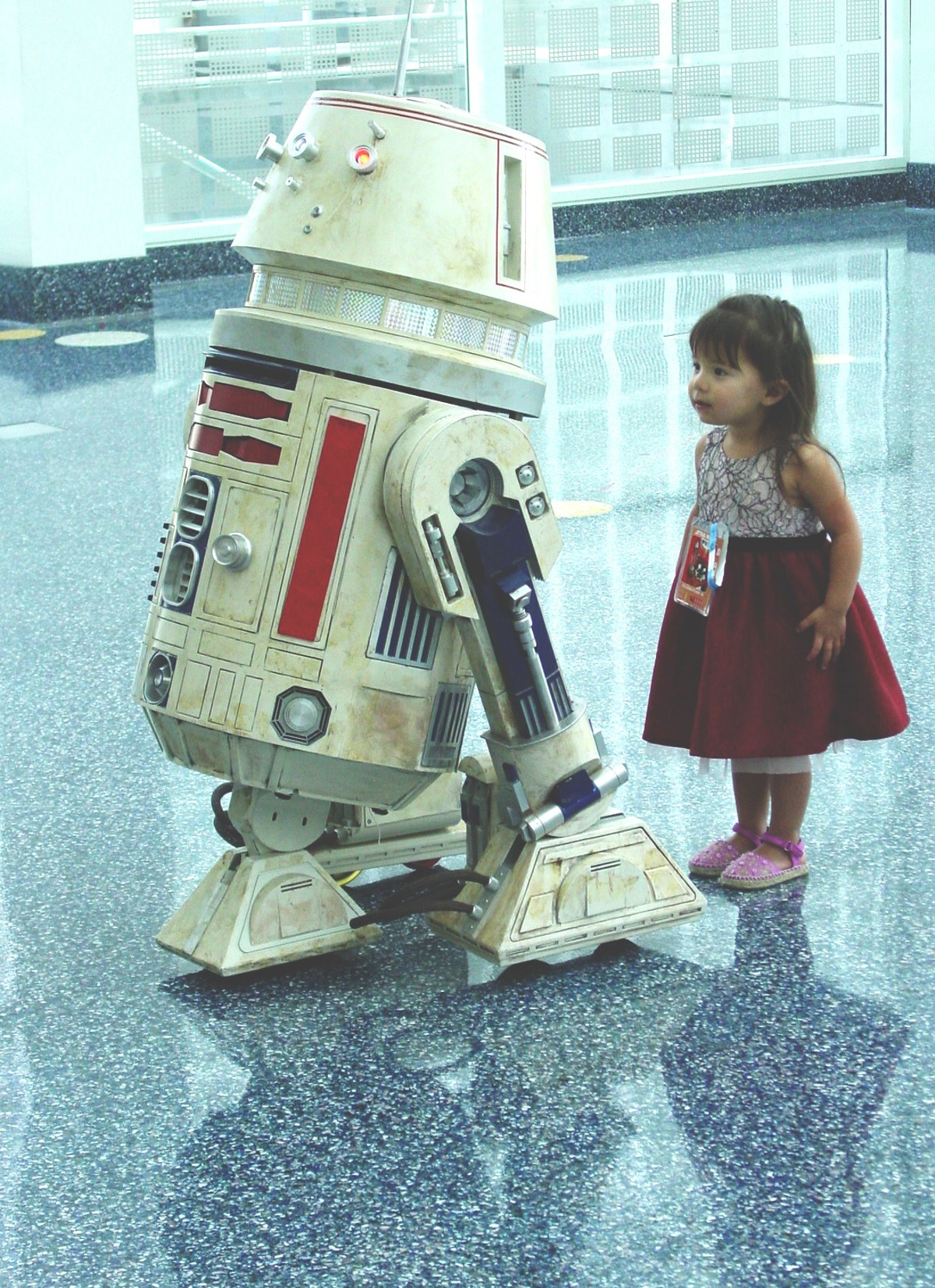 r5-d4_littlegirl_1_.jpg