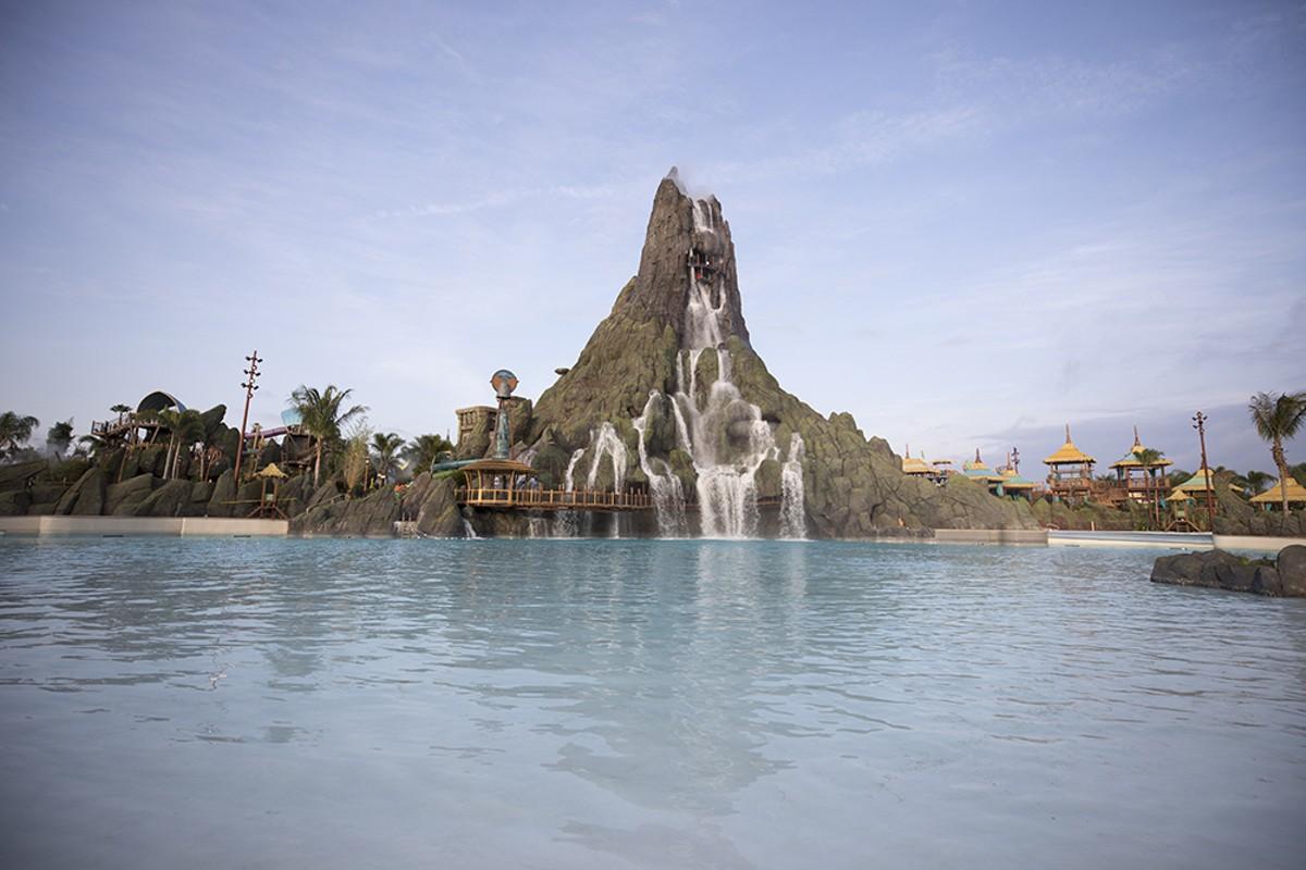 18_krakatau_volcano_photos_by_universal_studios.jpg