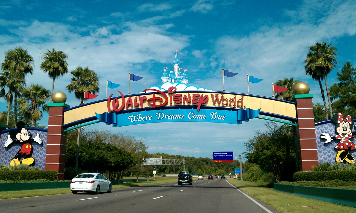 walt_disney_world_resort_entrance.jpg