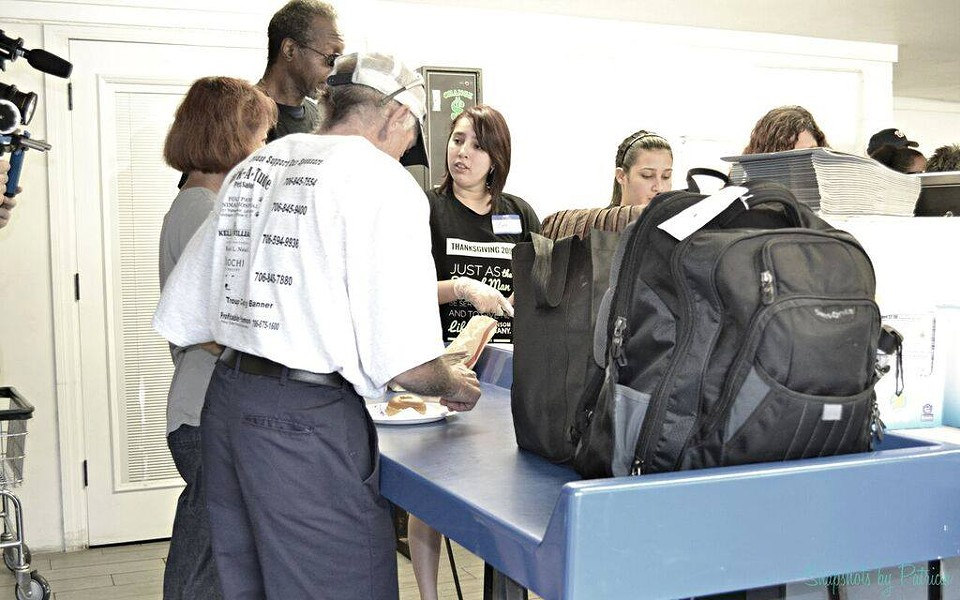 Street Team Movement volunteers assist homeless clients with laundry. - VIA STREET TEAM MOVEMENT FACEBOOK