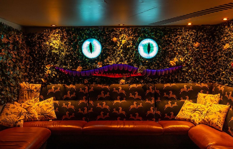 """If Orlando wants an """"Alice in Wonderland"""" pop-up bar, we're going to have to do it ourselves. - PHOTO VIA """"ALICE IN WONDERLAND COCKTAIL EXPERIENCE"""""""