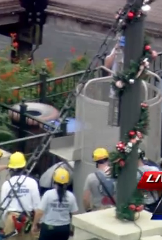 Watch stranded passengers get rescued from SeaWorld's Sky Tower right now