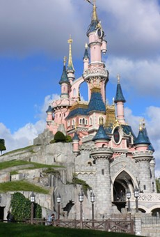 Disney looks to take full ownership of its failing Paris resort (2)