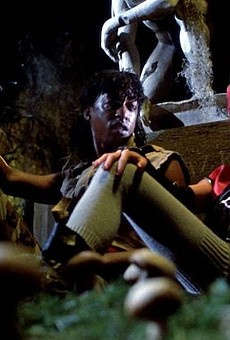 Miguel Nunez and Linnea Quigley in Return of the Living Dead