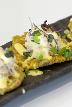 Toston con pulpa de cangrejo: fried plantains, crab salad, acevichado sauce