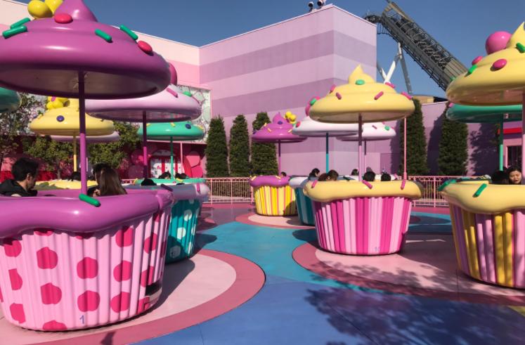 Hello Kitty Cupcake Dream tea cup ride at Universal Studios Japan - IMAGE VIA ORLANDO PARK PASS | TWITTER