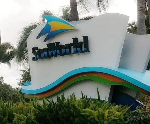 seaworld_sign.jpg