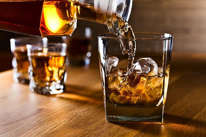gal_whiskey_business_adobestock_76433606.jpeg.jpg