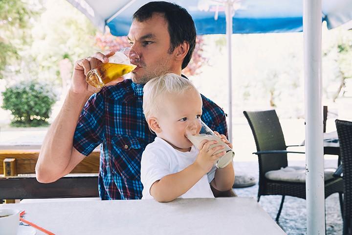 gal_dad_beer_adobestock_160838530.jpeg.jpg