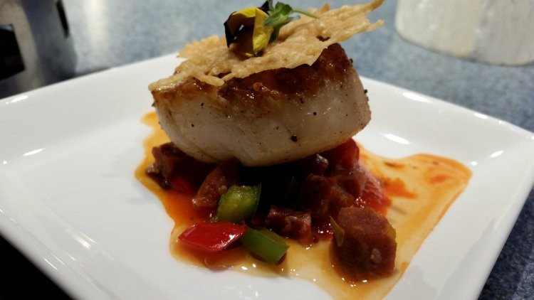 Pan-seared scallop, chorizo, roasted red pepper coulis, parmesan crisp