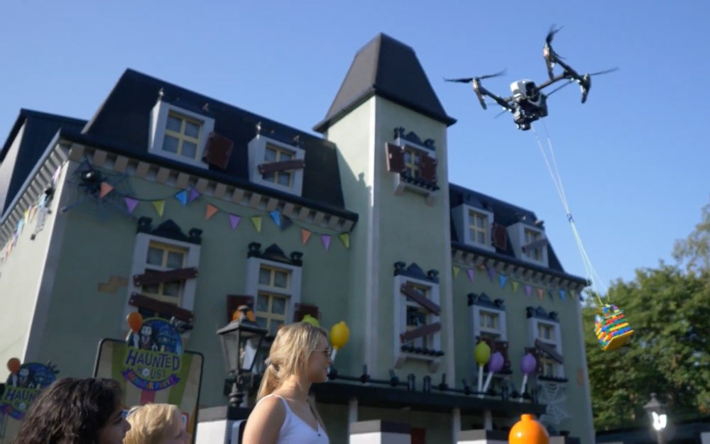Legoland Windsor used a drone to deliver ice cream and we need this in Florida