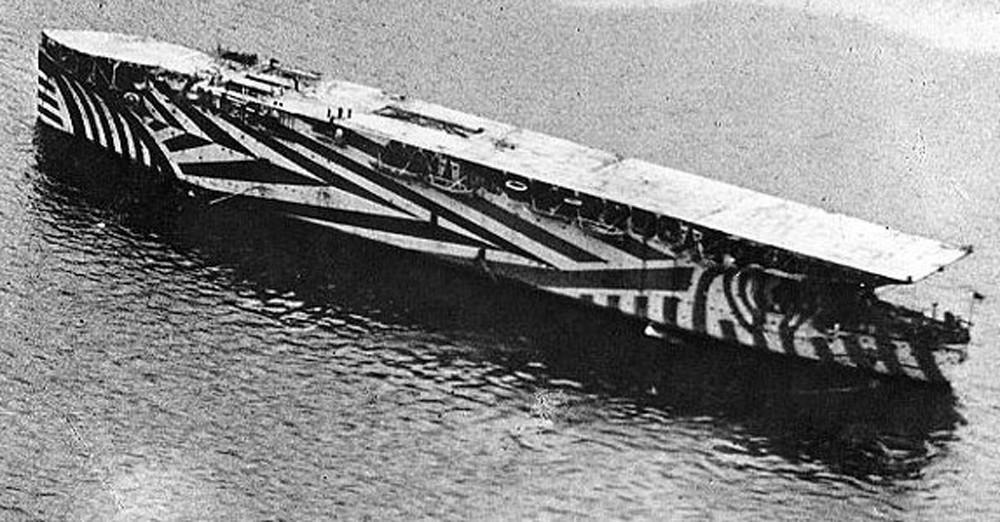 DAZZLE CAMOUFLAGE PHOTO FROM THE BUREAU OF SHIPS COLLECTION, U.S. NATIONAL ARCHIVES VIA WIKIMEDIA COMMONS