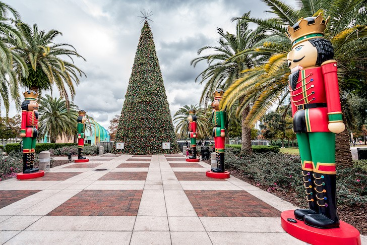 Ring In The Holidays At Orlando S Lake Eola Park For Their