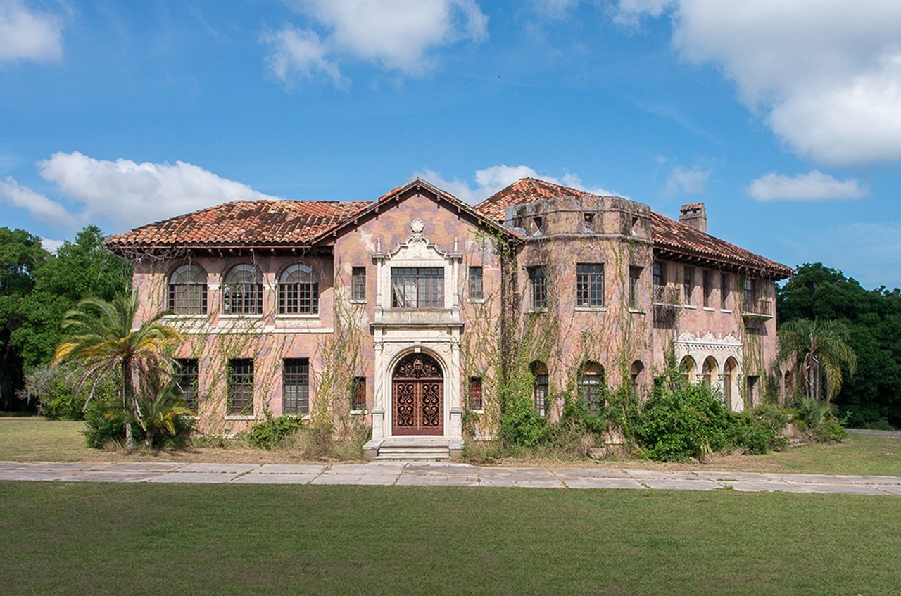 You can now buy the abandoned howey mansion for 500k blogs for Mansions for sale us