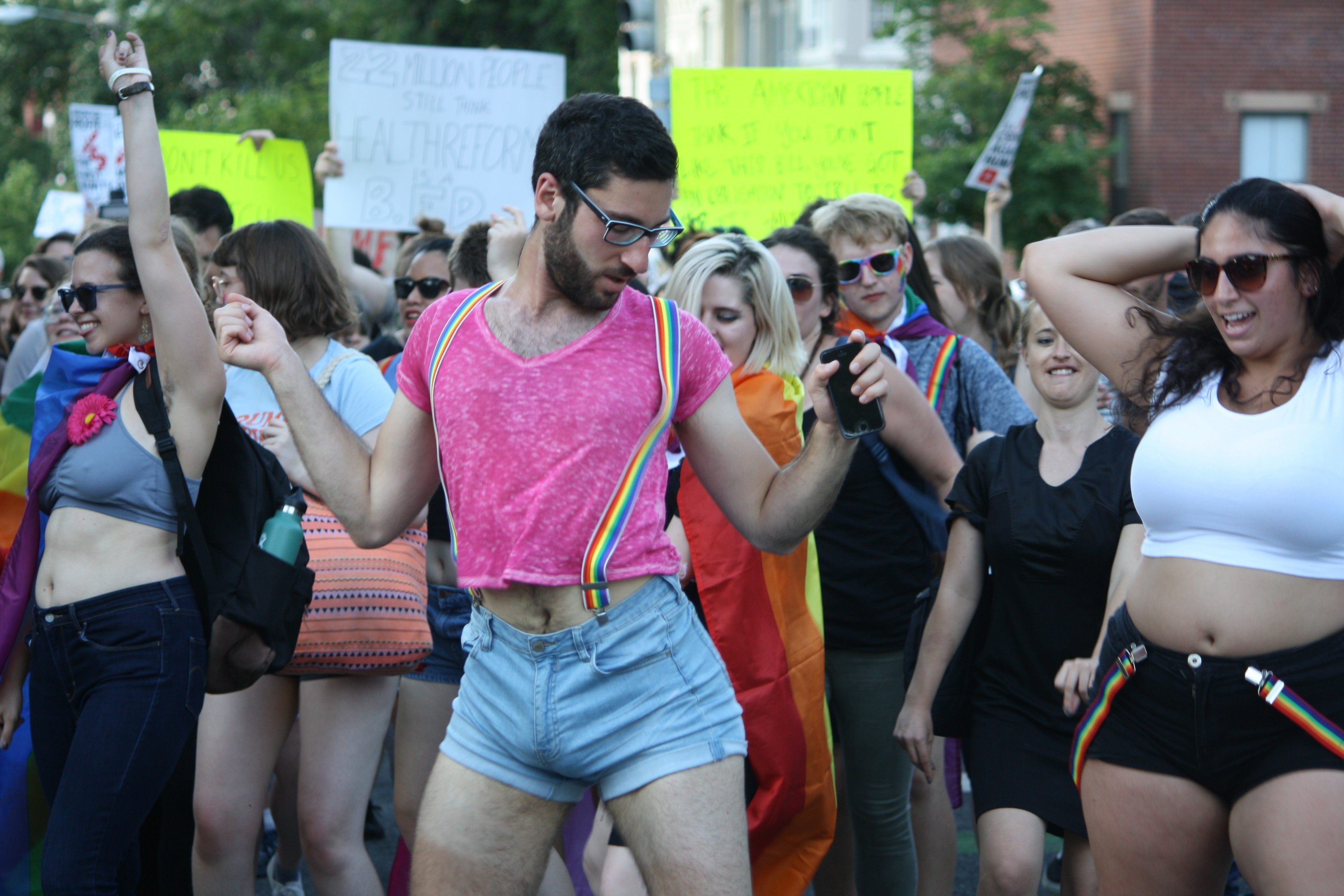 Comment Organiser Un Party D Ado queer dance party descends on mcconnell's house, dancing