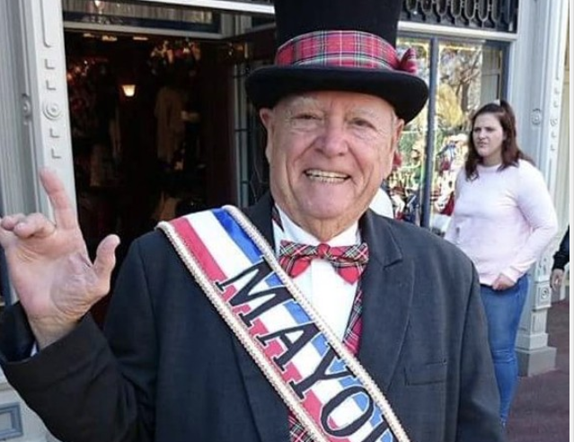 The late George Weaver, Honorable Mayor of Main Street USA - IMAGE VIA ITSASHLYNBG | TWITTER