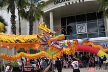 1ff9e249_dragon_at_mall.jpg