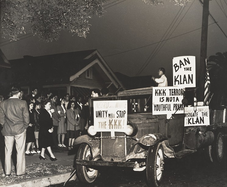 Marion Palfi, Los Angeles, Anti Klan Meeting Where Klan Did Strike, 1946- 1949. Gelatin silver print. Center for Creative Photography, University of Arizona: Marion Palfi Archive/Gift of the Menninger Foundation and Martin Magner. - © CENTER FOR CREATIVE PHOTOGRAPHY, ARIZONA BOARD OF REGENTS.