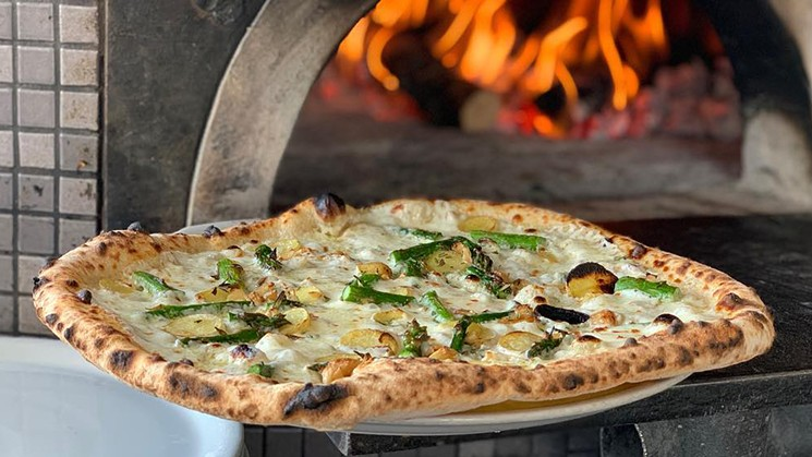 Wood-fired pizza perfection at Pizzicletta. - DISCOVER FLAGSTAFF