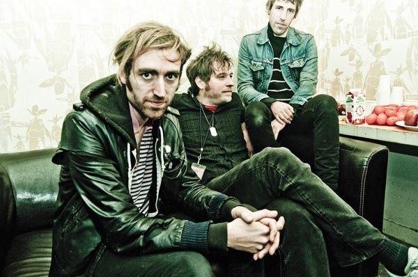 A Place to Bury Strangers (Dino Lunadon, center)